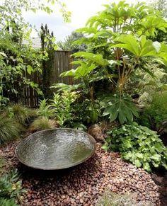 Small Water Features In Every Small Garden - Garden Design House Diy Water Feature, Backyard Water Feature, Ponds Backyard, Backyard Landscaping, Landscaping Ideas, Japanese Water Feature, Backyard Ideas, Backyard Shade, Walkway Ideas