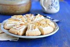 http://www.collaborativecurry.com/2012/07/almond-shortbread-wedges.html?showComment=1342838796163