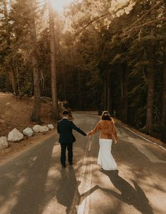 Rochelle and Jeffrey had planned a bigger wedding in San Francisco but changed their plans last minute to a Yosemite elopement at Glacier point. We did their elopement at Glacier point and ended their yosemite elopement at Taft point #yosemiteelopement #yosemiteelopementideas #weddingphotography Beach Wedding Bouquets, Wedding Venues Beach, Beach Elopement, Elope Wedding, Elopement Ideas, Taft Point, Glacier Point, California Destinations, Yosemite Wedding