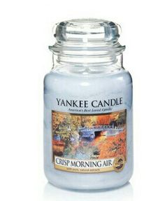 Crisp morn air usa yk Yankee Candle Fall, Yankee Candle Scents, Yankee Candles, Fragrant Candles, Scented Candles, Candle Jars, Candle Holders, Candle Labels, Glade Candles