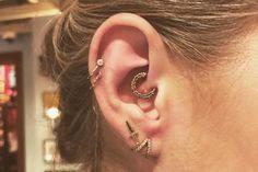 Daith piercing: o novo jeito de colocar o acessório na orelha