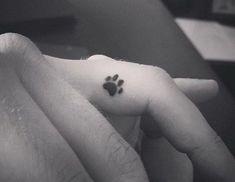 Hundepfote Fingertattoo  #fingertattoo #hundepfote