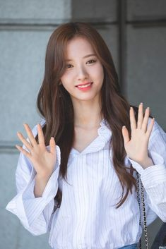 Photo album containing 11 pictures of Bona Yuehua Entertainment, Starship Entertainment, Veronica, All Star, Queens Wallpaper, Asian Celebrities, Cosmic Girls, Brown Hair Colors, Kpop Girls