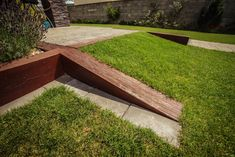 Rampa z trávnika Stepping Stones, Sidewalk, Backyard, Outdoor Decor, Diy, Home Decor, New Houses, Stair Risers, Patio