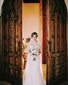 Don't you just adore this lovely bridal portrait! Thanks @caseygoesclick for sharing this gorgeous photo!