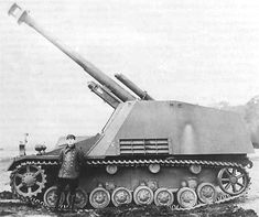 """15 cm sFH auf Geschutzwagen III/IV """"Hummel"""" prototype - howitzer had muzzle brake (serial vehicles hadnt). Suspension and chassis was taken from Pzkpfw IV, in serial vehicles chassis was made from Pzkpfw III and IV parts World Of Tanks, General Motors, Heroes And Generals, Self Propelled Artillery, Panzer Iv, Ww2 Photos, Model Tanks, Ww2 Tanks, German Army"""
