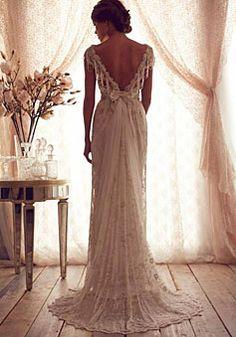 V-back A-line Brush Train Lace V-neck Wedding Dress
