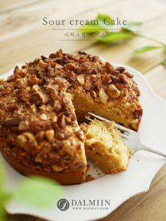 사워크림은요 ¿ 생크림을 발효시켜 새콤한 맛이 나는 크림입니다. 물론 만들어서 사용하기도 하지만, 귀차... Mocha Cake, Sour Cream Cake, Peanut Butter Oatmeal, Types Of Cakes, Banana Bread, Cake Decorating, Food And Drink, Baking, Breakfast