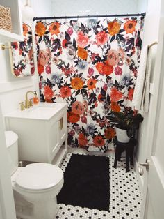 Modern Bathroom Decor, White Bathroom, Small Bathroom, College Bathroom Decor, Master Bathroom, Bathroom Organization, Orange Bathroom Decor, Bathroom Cleaning, Bathroom Interior
