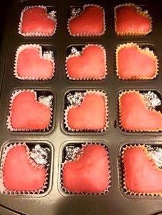 Red velvet cake turned into ❤️ shape cupcakes w/ brownie pan. Köstliche Desserts, Delicious Desserts, Dessert Recipes, Yummy Food, Pampered Chef Party, Pampered Chef Recipes, Brownie Pan Pampered Chef, Valentines Day Food, Cake