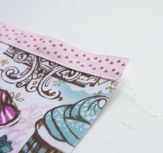 A very simple makeup bag for beginners. Diy Makeup Bag Tutorial, Makeup Bag Tutorials, Makeup Tutorial For Beginners, Sewing Tutorials, Diy Tutorial, Bag Patterns To Sew, Sewing Patterns, Sewing Makeup Bag, Pioneer Woman Placemats