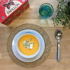 Une belle tranche de Roquefort posée sur un velouté au potiron bien chaud #accord #roquefort Instagram Posts, Sweet Treats