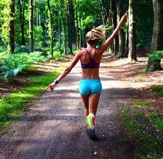 No sé qué me motiva más para correr, el fondo o el primer plano... :))