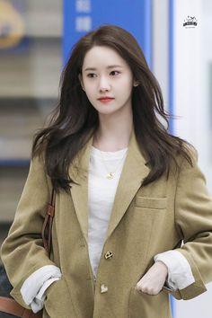 Im Yoona, Flat Chested Fashion, Instyle Magazine, Cosmopolitan Magazine, Korean Celebrities, Beautiful Asian Women, Korean Beauty, Girls Generation, Celebrity Photos