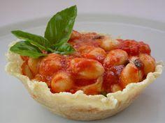 Appunti di cucina di Rimmel: Gnocchi alla sorrentina in cialda di parmigiano