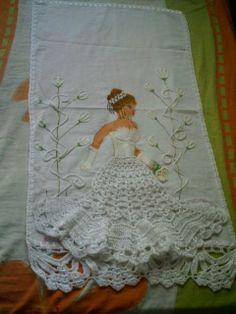 Boneca Pintada Com Aplicaao Vestido Croche  Kamistad Celebrity