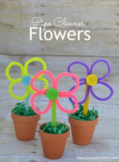 Pipe Cleaner Flower Craft These pipe cleaner flowers are a fun and colorful flower craft for kids and a great kid made Mother's Day gift. The post Pipe Cleaner Flower Craft appeared first on Easy flowers. Mothers Day Crafts For Kids, Spring Crafts For Kids, Fathers Day Crafts, Crafts For Kids To Make, Diy Crafts For Kids, Michaels Kids Crafts, Gifts For Mothers Day, Flower Crafts Kids, Toddler Crafts