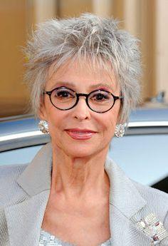 Rita Moreno looks wonderful in gray hair Rita Moreno, Beautiful Old Woman, Beautiful People, Advanced Style, Ageless Beauty, Going Gray, Aging Gracefully, Grey Hair, Older Women