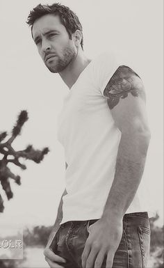 Alex O´Loughlin - Love him in Hawaii Five-O, but Mick St. John was great, too...