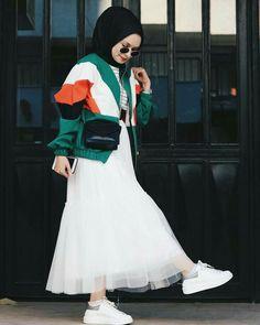 Abaya Style 148196643972450095 - Etkiye tepki mi annecim ☺️😎 Bomber ve etek 😍 Source by elspethgordie Modern Hijab Fashion, Street Hijab Fashion, Hijab Fashion Inspiration, Muslim Fashion, Modest Fashion, Fashion Dresses, Hijab Elegante, Hijab Chic, Fashion Maman