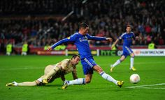 Fernando Torres rounds Artur and scores the opening goal