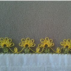 This Pin was discovered by Şöh Needle Tatting, Tatting Lace, Needle Lace, Crochet Borders, Crochet Flower Patterns, Lace Patterns, Crochet Unique, Crochet Lace, Thread Work