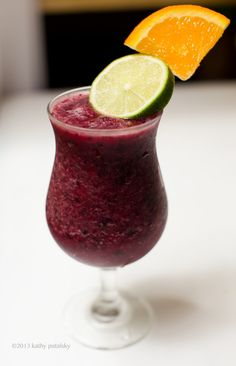 Sangria Smoothie Mocktail 1/2 cup blueberries, frozen 1/2 cup strawberries, frozen 1/2 cup orange juice 1/2 cup apple juice or cider 1/4 cup red grapes 2 Tbsp lime juice 3/4 cup ice Blend and serve! Garnish with fresh citrus slices.