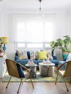 Belén Canalejo, est une célèbre blogueuse espagnole, qui est la créatrice du blog lifestyle influent B a la Moda, et vit dans une magnifique maison à la décoration joyeuse, construite dans les anné…