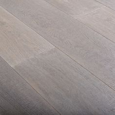 Porcelanosa - Roble Artisan Coconut.  white oak. click engineered