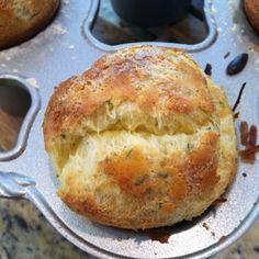 Popover Recipe, Popover Pan, Pretzel Roll Recipe, Breakfast Bread Recipes, Good Food, Yummy Food, Savoury Baking, Tasty Dishes, Pain
