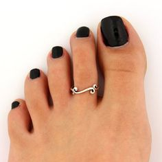 Toe Rings Meaning – Know More About Them | http://stylishwife.com/2014/06/toe-rings-meaning.html