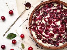 Sour cream cherry pie with chocolate crust. Sweet tooth, anyone? / Сметанный пирог с черешней и шоколадной основой