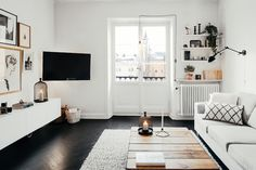 THOSE BEAUTIFUL BLACK FLOORS (via Bloglovin.com )