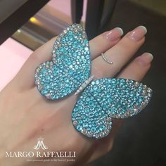 Your personal guide to the best of jewelry. Jewelry insider, author and consultant.  Photos and videos are subject to copyright