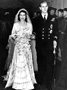 *QUEEN ELIZABETH II ~ queen's  wedding flowers ~ Royal Wedding
