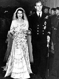 *QUEEN ELIZABETH II ~ queen's  wedding flowers ~ Royal Wedding
