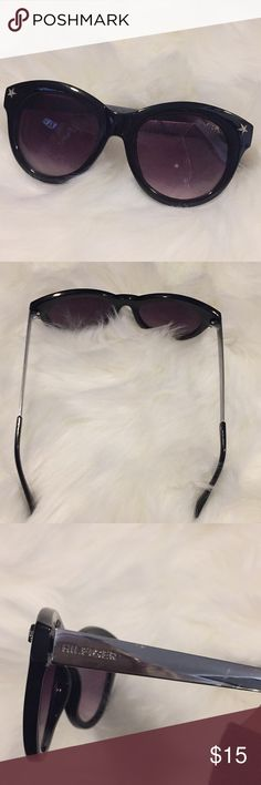Tommy Hilfiger sunglasses Brand new never worn! Great for spring break Accessories Sunglasses