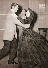 Clark Gable and Vivien Leigh practice the waltz for the hospital bazaar scene in 'Gone With The Wind'. Hooray For Hollywood, Golden Age Of Hollywood, Vintage Hollywood, Hollywood Stars, Classic Hollywood, Vivien Leigh, Clark Gable, Carole Lombard, Olivia De Havilland