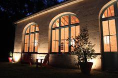 Nouvellement rénové, l'Orangerie du Château de l'Isle est l'endroit rêvé pour vos événements ! L'Orangerie du XIXème siècle de 80 m2 peut accueillir selon vos événements environ de 40 à 100 personnes (40 en mode séminaire, 70 en mode mariages, anniversaires, baptêmes..., 100 en mode concert ou conférence). L'Orangerie bénéficie de sanitaires indépendants et d'une cuisine professionnelle.