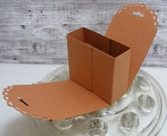 Treat Box, Treat Holder, Candy Crafts, Paper Crafts, Craft Paper Storage, Craft Show Ideas, Diy Box, Stamping Up, Craft Fairs