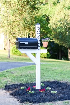 Modern Farmhouse DIY Mailbox Makeover - Living Letter Home A step by step guide to create an inexpensive way to bring create your own mailbox makeover including minimal supplies and simple, modern design Mailbox Garden, Diy Mailbox, Mailbox Landscaping, Mailbox Ideas, Modern Mailbox, Mailbox Post, Outdoor Projects, Home Projects, Outdoor Decor