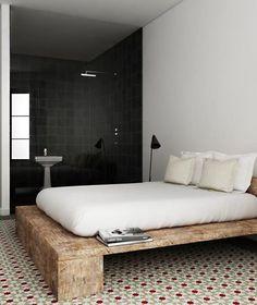 Bett selber bauen für ein individuelles Schlafzimmer-Design_diy bett aus holzbalken und brettern