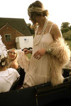 Make Gatsby Charleston costume yourself maskerix.de Make Gatsby Charleston costume yourself Costume idea for Carnival, Halloween & Mardi Gras 2 charleston costume diydesk diyfashion diygarden diymakeup diyropa diywohnen gatsby maskerix ma Look Gatsby, Great Gatsby Wedding, Great Gatsby Party Dress, Great Gatsby Style, 1920s Wedding, Great Gatsby Outfits, Gatsby Outfit Ideas, Gatsby Dress Diy, Party Wedding