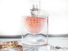 La vie est belle L'Eclat Lancôme Eau de parfum  Les notes olfactives sont : Notes de tête : Essence de Bergamote, Essence de Mandarine, Accord Freesia Notes de Cœur : Absolu de Fleur d'Oranger, Concrète d'Iris Pallida, Absolu de Jasmin Sambac Notes de fond : Extrait de Vanille gousse, Essence de Santal, Patchouli #parfum #perfume #beauty #beauté #bblogger #beautyblogger #mua #fragrance #lancome #lavieestbelle