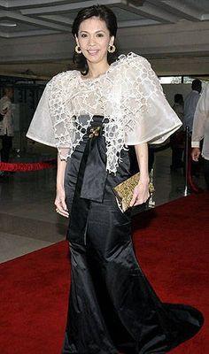 Terno-inspired outfits and Filipiniana fashion ruled the SONA red carpet. Maria Clara Dress Philippines, Philippines Fashion, Philippines People, Modern Filipiniana Gown, Filipino Fashion, Fashion Gallery, Barong Tagalog, Ethnic Fashion, Red Carpet Fashion