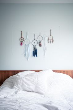 dream catcher headboard art - so simple but pretty. I'd make it, but hang them from a branch or driftwood :)