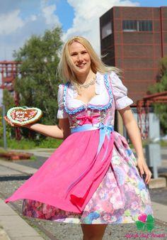 Unsere Dirndl findet ihr unter  www.glueck-auf-dirndl.de