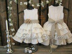 Linen flower girl dress. Rustic flower girl dress. Off white flower girl dress, country wedding. Girls linen dress. Toddler ruffle dress op Etsy, 49,00 €
