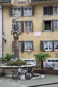 There are 11 fountains in Solothurn The Number 11, Middle Eastern Restaurant, Visit Venice, Most Beautiful Cities, Back In Time, Switzerland, Fountain, Architecture, Places