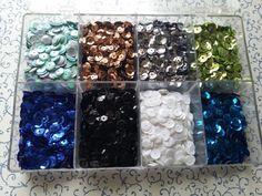 Acrylbox gefüllt mit Pailletten zum Basteln TOP